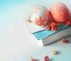 信笺上的彩壳蛋图片