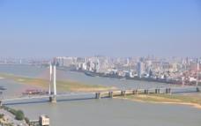 俯拍南昌市八一大桥图片