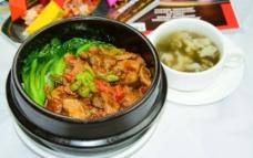 孜然牛柳石锅饭图片