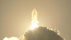 航天飞机照亮夜空的股票视频 视频免费下载