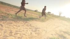 孩子们在田野7股票视频踢足球 视频免费下载