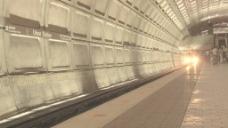直流地铁列车到达站2股票的录像 视频免费下载