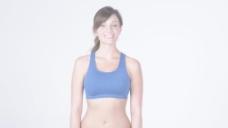 在蓝色的运动胸罩从腰上股票视频女人 视频免费下载