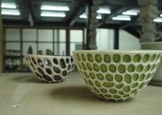 学生做陶瓷碗图片
