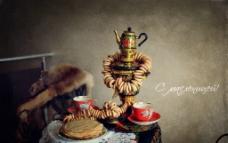 桌子上的食物与酒壶图图片