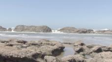 多岩石的海岸的股票视频缩放 视频免费下载