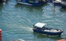 海港里的渔船图片