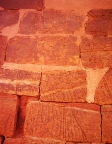 苏丹金字塔上的画图片