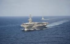 核動力航空母艦图片
