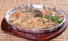 香煎杂鱼盘图片