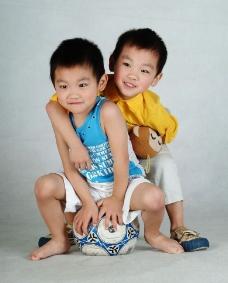 双胞胎兄弟图片
