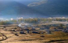 新疆喀纳斯秋日晨曦图片